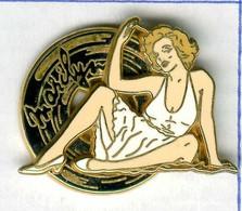 Pin's Marilyn Monroe Robe Blanche Cinéma Actrice Pin-up (signé Ballard N° 241) - Personaggi Celebri