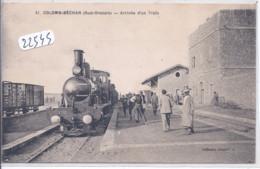 COLOMB-BECHAR- ARRIVEE D UN TRAIN- LA GARE- LES VOYAGEURS- LA LOCOMOTIVE - Bechar (Colomb Béchar)