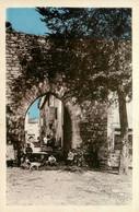 Sauveterre * La Rue St Christophe Et Le Château * Villageois - Altri Comuni