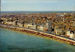 LES SABLES D ' OLONNE     ( VENDEE )    LA PLAGE  ET LES HOTELS - Sables D'Olonne