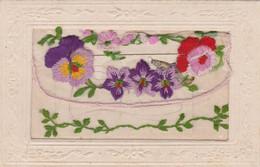 CPA Brodée Tissée Avec Rabat Et Petit Carton Fleur Violette Pensée Rose Embroidered Illustrateur  2 Scans - Embroidered
