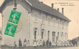 K33 - 39 - LA CHAPELLE - Jura - École Et Mairie - Otros Municipios