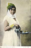 Femme  Du Sud Algerien Servant Le Thé  Colorisée RV - Women