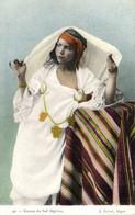 Femme  Du Sud Algerien Ouvrant Son Voile   Colorisée RV - Women