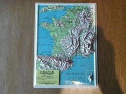 CARTE FRANCE EN RELIEF TOPOGRAPHIQUE PLASTIQUE PHYSICO POLITIQUE ANNEES 50 PARFAIT ETAT - Topographical Maps