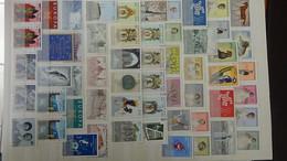 W193 Collection De Timbres, Blocs Et Feuilles ** De Différents Pays Comme Maroc ...!!! - Collezioni (in Album)