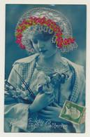 Carte Fantaisie Ste Catherine - Femme Avec Chapeau Tissé Fils Rouge Et Blanc.... - Sainte-Catherine