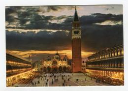 C.P °_ Italie-Venezia-Un Soir Sur La Place Saint.Marc-1980 - Venezia