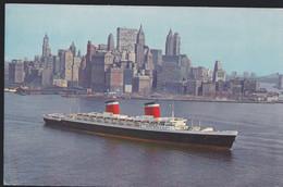 Cartolina USA : IL PORTO DI NEW YORK CON TRANSATLANTICO IN NAVIGAZIONE E VISTA DELLA CITTA' SULLO SFONDO.n.v. - Andere
