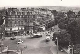 21 - Dijon - C.P.S.M. - La Place DARCY Animée - Tram - Voitures - Dijon