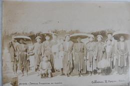 Photo Ancienne Albuminée Indochine Tonkin Femmes Annamites Au Marché Par R. Moreau Hanoi - Anciennes (Av. 1900)