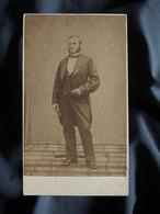 Photo CDV Anonyme  Homme élégant  Favoris  Sec. Empire  CA 1865 - L503L - Anciennes (Av. 1900)