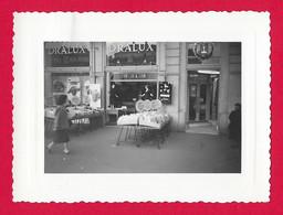 Quatre Photographies Des Années 1960 - Maine Et Loire - Angers - Bonneterie Dralux - Vitrine Et étals - Luoghi