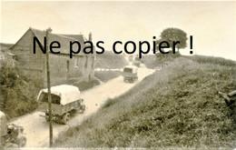 PHOTO FRANCAISE - LES CAMIONS A LA SORTIE DE BLANZY TROUVILLE PRES DE AMIENS SOMME 1916 - GUERRE 1914 1918 - 1914-18