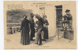 AUVERGNE - N° 27 - LA BOURREE - LA TOURNICHAIRE AVEC PERSONNAGES - FOLKLORE -  BORD DE CARTE ABIME A GAUCHE CPA VOYAGEE - Auvergne Types D'Auvergne