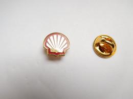 Superbe Pin's En EGF , Carburant Essence Oil Huile , Logo Shell - Carburanti