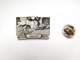 Superbe Pin's En Relief , Armée Militaire , 50e Anniversaire Raid De Dieppe 1942 , Opération Jubilee - Militari