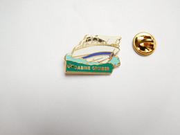 Beau Pin's En Zamac , Marine Bateau , Cabine Cruiser , Signé Lalande Et Collin - Barche