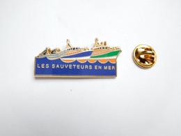 Beau Pin's En Zamac , Marine Bateau , SNSM , Sauveteurs En Mer , Société Nationale De Sauvetage En Mer , Signé Decat - Barche