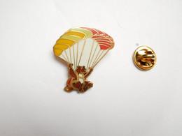 Beau Pin's En EGF , Parachutisme , Ours , Parapente , Signé Alpes Trophées - Paracadutismo