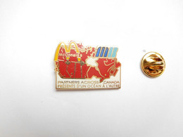 Superbe Pin's En EGF , McDonald's , Partners  Across Canada , Signé Laurie Artiss - McDonald's