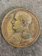MEDAILLE BRONZE NAPOLEON EMPEREUR MEMORIAL DE SAINT HELENE 1840 41 Mm 35 G - Royal / Of Nobility