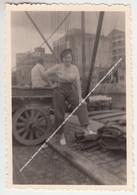 ORIGINELE FOTO KANAAL ROESELARE LEIE 1949 BINNENSCHIP COLETA (BAASRODE) EN GEBOUWEN VAN VEEVOEDERS HANEKOP EN LAGA - Roeselare