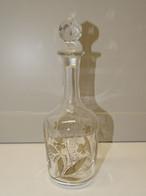 ANCIENNE PETITE CARAFE CAVE A LIQUEUR Avec Son Bouchon Décor Gravé Et Coloré XXe - Glass & Crystal
