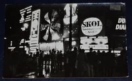 OLD PHOTO UK LONDON PICCADILLY CIRCUS ILLUMINATED ADVERTIZING COCA COLA SKOL LAGER CLOCK LIQUIDATOR - Lugares
