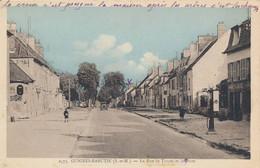 Guignes Rabutin (77 Seine Et Marne) La Rue De Troyes Et La Poste - Pompe A Essence 1er Plan - édit Mignon Bicolore - Other Municipalities