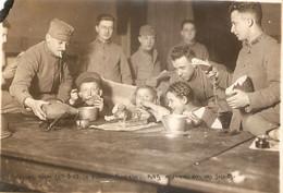 Photographie D'Allemagne, Hörde (Dortmund), 1923, Petits Allemands Nourris Par Le 49e RI De Bayonne, Soupe Populaire - Lugares