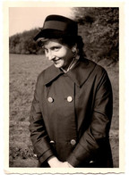 Photo Originale Jeune Femme Au Chapeau Et Son Regard Malicieux - Pin-Up Coquine Vers 1950/60 - Pin-ups