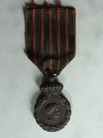 NAPOLÉON. Médaille De SAINTE-HÉLÈNE + Diplôme Du 5 Mai 1821 N° 195510 Signé Du Duc De Plaisance. Très Bon état. - Ante 1871