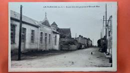 CPA (44)  La Planche. Ecole Libre Des Garçons Et Grande Rue.  (AB.98) - Autres Communes