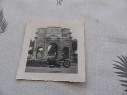25-9 , 12 - Photo , Ballade En Moto , L'Arc De Triomphe D'Orange, 1948 - Coches
