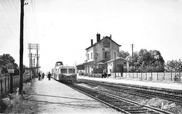 GARES Avec TRAIN - 89 CHEMILLY Sur YONNE La Gare ( Micheline En Bon Plan ) Jolie CPSM PF Dentelée Village (920 H) Yonne - Stazioni Con Treni