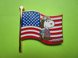 Pin's BD Snoopy Drapeau État-Unis - 5AA17 - Comics