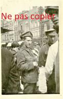 PHOTO FRANCAISE DU 416e RI - SOLDATS BRITANNIQUE A AMIENS SOMME - GUERRE 1914 1918 - 1914-18
