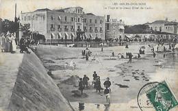 85 Vendée - SABLES D'OLONNE - CPA - La Plage Et Le Grand Hôtel Du Casino - - Sables D'Olonne