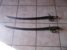 Lot De 2 Tres Vieux Sabres Identiques,inconnus Pour Moi!!!!! - Knives/Swords