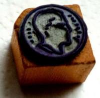 Effigie, Médaille, Ancien Tampon Scolaire à Imprimer,  Cube Bois - French Antique Rubber Stamp, Medal, Tête Homme - Scrapbooking