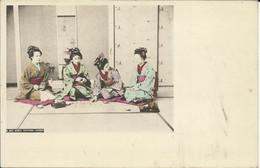 Japonaises , LES FILLES JOUENT AUX CARTES ; GIRLS PLAYING CARDS , Carte Précurseur , µ - Unclassified