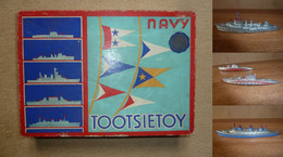 TOOTSIE TOYS - BOITE + SUBMARINE (2) DESTROYER (1) TROOP TRANSPORTER (1) (MADE IN UNITED STATES) - Barche