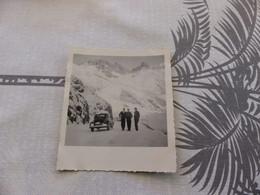 25-9 , 309 , Photo, Sommet Du Col Du Lautaret Enneigée, Une Renault 4CV Sous La Neige  , Décembre 1953 - Automobili