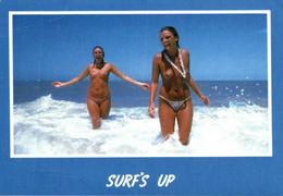 AUSTRALIE TOPLESS BEACH GIRLS ENJOYING THE SURF - Pin-Ups
