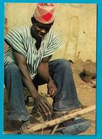 """Nord Bénin Fabrication D Une Houe """"ce N Est Pas Le Champ Qui Nourrit C Est La Culture"""" - Benin"""