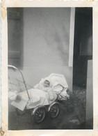 PHOTOGRAPHIE ANCIENNE : POUSSETTE LANDAU BEBE BABY PRAM STROLLER BABY CHILD KINDERWAGEN COCHECITO - Anonyme Personen
