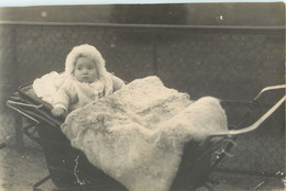 CARTE PHOTO : POUSSETTE LANDAU BEBE BABY PRAM STROLLER BABY CHILD KINDERWAGEN COCHECITO - Anonyme Personen