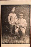 CPA PHOTO, 2 Soldats, 57 è RI (Zweisimmen Hôtel Simmental -Berne SUISSE) Sergent DUHAU, Familles DUHAU-DUI, Bayonne 64 - Régiments