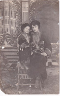 RUSSIA.#6441 PHOTO. GIRL IN CAUCASIAN CLOTHING. DAGGER. THE NATIONAL COSTUME. *** - Otros